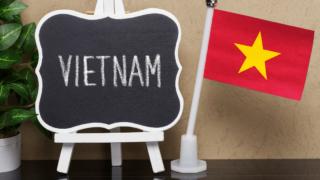 乱立するベトナム投信の中で「ベトナム・ロータス・ファンド(愛称 : ロータス)」の実態は?投資指標は評判通り?トータルリターン・標準偏差やシャープレシオの水準に不安材料。基準価額チャートなど運用成績比較で評価